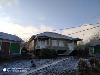 Vind urgent casa tot cu 2 cote in satul Chiștelnița