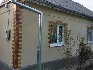 Продается Дом на два входа с гаражом и жилой времянкой,район 3-й школы. Цена 35000 Евро.