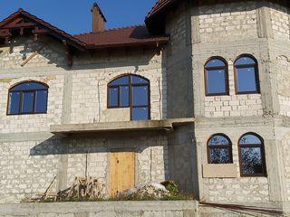 Продается дом на против Megapolis mall(Чеканы).Возможен обмен,рассрочка,цена договорная.