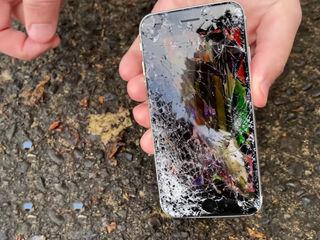 Iphone SE 2020 Ecranul stricat? Vino, rezolvăm îndată!