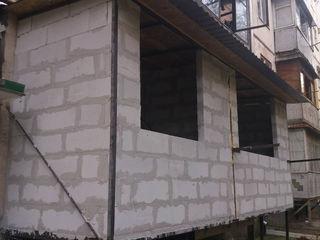 Alungirea balconului, demolarea, renovarea și extinderea balcoanelor și loggii. Zidire din gazobloc!