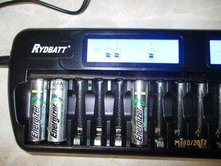 Încărcător baterii AA-AAA pentru 16 piese simultan