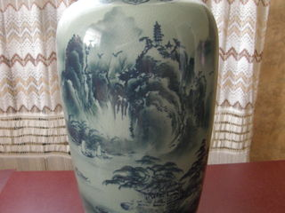 Китайская сине-зелёная ваза с подглазурной росписью ручной работы 46*23 см - 100 евро, с креветками