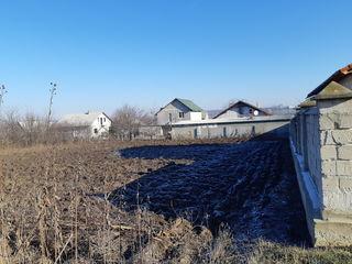 Teren la 150 metri de soseaua Chișinău-Orhei