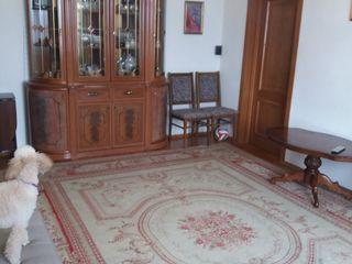 продается 4 комнатная квартира а центре Ботаники