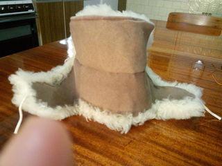 Продаю 2 шапки из овчины, платки разные