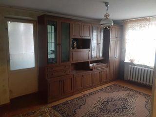Продается однокомнатная квартира в Яловенах.