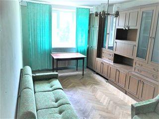 2-комнатная квартира 102 серии, Мирон Костин напротив Park House, этаж 4/5, нуждается в ремонте.