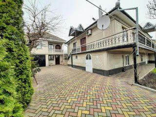 Vânzare 2 case .Colonița. 205 m+ 55 m.Autonomă.10 ari!!!