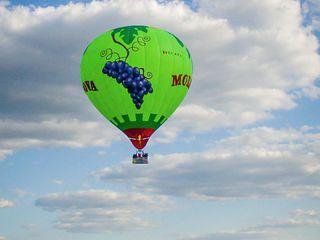 Zbor cu balon cu aer cald.