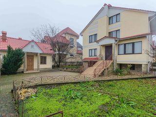 Vânzare, casă în 3 nivele, Botanica, str. Grenoble ! 6 ari, 420 m.p , 334 900€