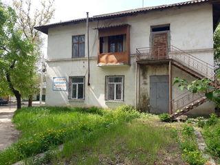 Продам    3х комнатную квартиру под коммерцию или жильё в центре города вулканешты