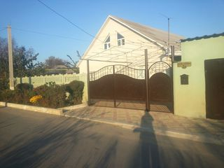 Продам или обменяю дом  в Дубоссарах (евроремонт,гараж .подвал ) на квартиру в Кишинёве