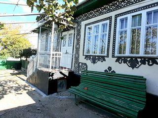 Casa trainica in stil moldovenesc pe 13,45 ari cu toate conditiile in Ialoveni.  Pret: 35 000 euro.