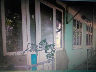 Urgent, casă în orașul Nisporeni, 12 ari