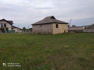 Vind 14 arii sub constructie,se afla in Com.Bacioi suburbia Chisinaului,pentru mai multe detalii