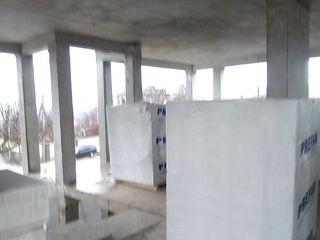 SRL compania de constructii construeste case,oficii,blocuri locative si cladiri administrative.