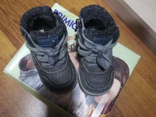 Papucei Primigi și HM