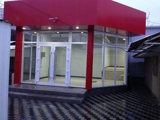 Продаётся новый магазин  75 кв.м. на центральном рынке г Бричень . Главный вход!Срочно!Торг!