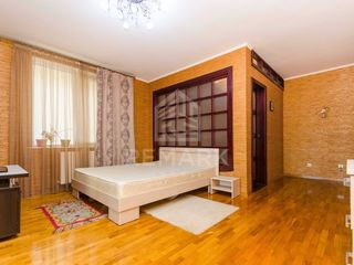 Chirie  Apartament cu 2 camere, Centru,  str. Ivan Zaikin, 300 €