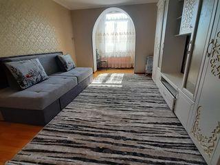 Vind Apartament cu 2dormitoare ,bucătari,baie,antreu,camera in podval. Euroreparatie