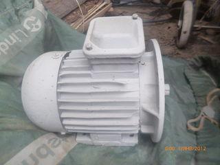 Продам двигатели ,вентиляторы и редуктора разные (не дорого) 2