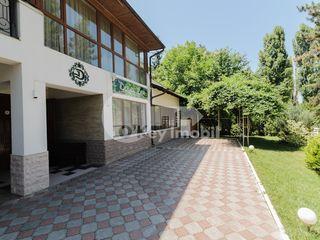 Sp. Comercial( sală de ceremonii), 470 mp, Buiucani, prima linie, 2500 € !