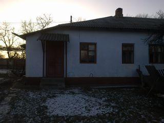продается часть дома в центре города (напротив стадиона).