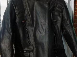 Куртка женская  кожанная мотоциклетная новая.