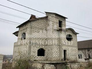 Vânzare casă 3 nivele 200 mp+8 ari!  30 000 €