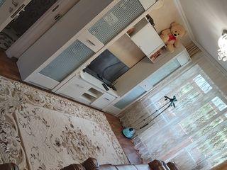 Apartament mobilat cu 3 odăi
