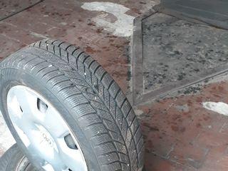 Продам зимнюю резину вместе с дисками и колпаками   4 штуки      195/60 R-60