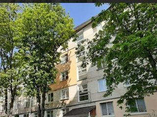 Direct de la proprietar! Zona verde, sect. Riscani, apartament bilateral cu 3 camere.