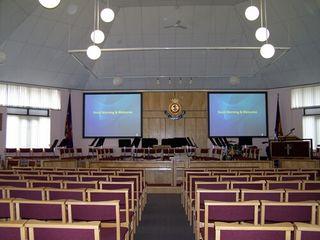 Аренда ярких проекторов и больших экранов для конференций и кинотеатров.