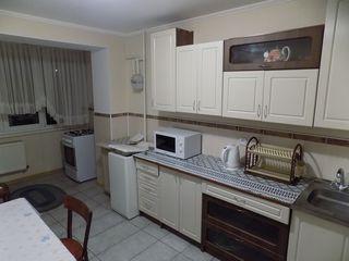 În chirie un apartament cu 3 camere, în Vatra.