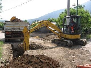 Копаем канализации траншеи сливные ямы септики водопровод доставка бетонных установка бетонных колец