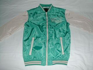 Vînd jachetă