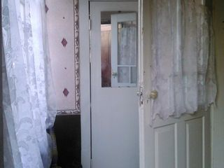 Трёх комнатная квартира + кухня,ванная с туалетом, коридор кладовая.В хорошем состоянии.