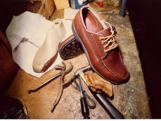 Reparatie incaltaminte  / Ремонт обуви и других изделий из кожи!!!
