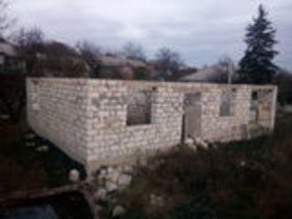 Casa nefinisata in centrul satului Truseni. Urgent.