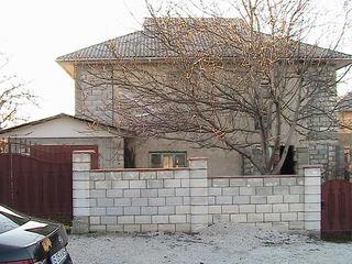 Se vinde casa nefinisată cu 2 etaje în centrul or.Anenii-Noi.