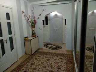 Vînd apartament ,3  ,camere in centrul Orhei