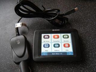 Navman F10 Automotive GPS Receiver Sat Nav (ref2)  Functioneaza tot ok Are in set si agatatorul de f