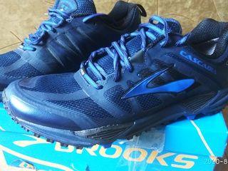 Отличные кроссовки Brooks Cascadia размер 44,28см