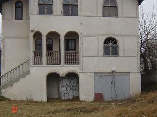 Продам большой дом 372 м2, 3-х этажный в новых вадулуй водах+7 сот.земли = 24500 euro