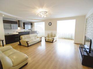 Apartament cu 3 camere, reparație euro, Centru, 650 €
