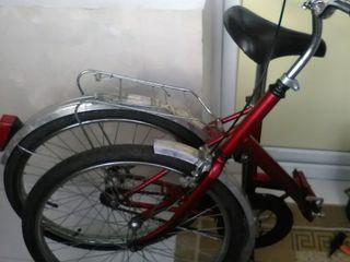 Vind bicicleta pliabila. folosita putin. +2 camere noi,+pompa