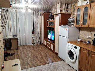 Cameră cu condiții proprii,24m2,sectorul Botanica,etajul 2 din 3,11500 euro