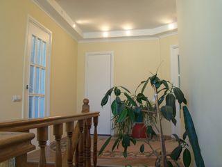 Сдаю.  Продаю.  2 – х этажный  дом.  Центр  ботаники ( 1000 мелочей ) !!!   Бассейн, сауна, парковка