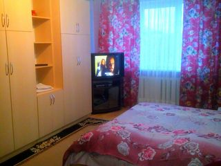 Сдаю посуточно,почасово уютную 2-комн. квартиру в Центре,напротив гостиницы Chisinau